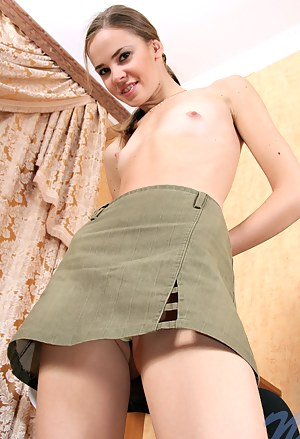 Girls Skirt Porn Pictures
