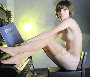 Short Hair Girls Porn Pictures