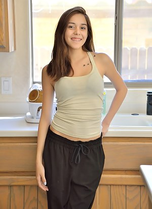 Girls Kitchen Porn Pictures