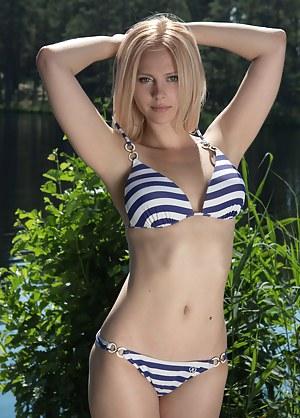 Girls in bikinis showing pussy